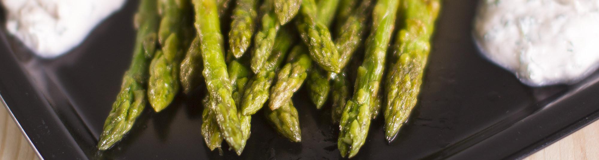 Espárrago verde triguero con crema de hierbas