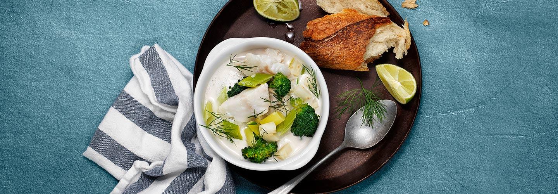 Fiskesuppe med kokos, lime og biter av torsk og brokkoli - oppskrift | Findus