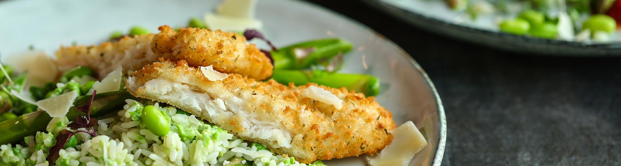 lettpanert fiskefilet med grønn ris og urteolje