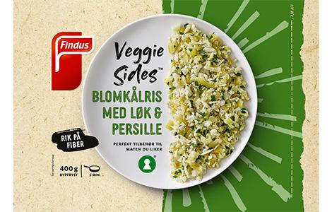 Produktemballasje til Veggie Sides Blomkålris med løk og persille, med blomkålris på en tallerken