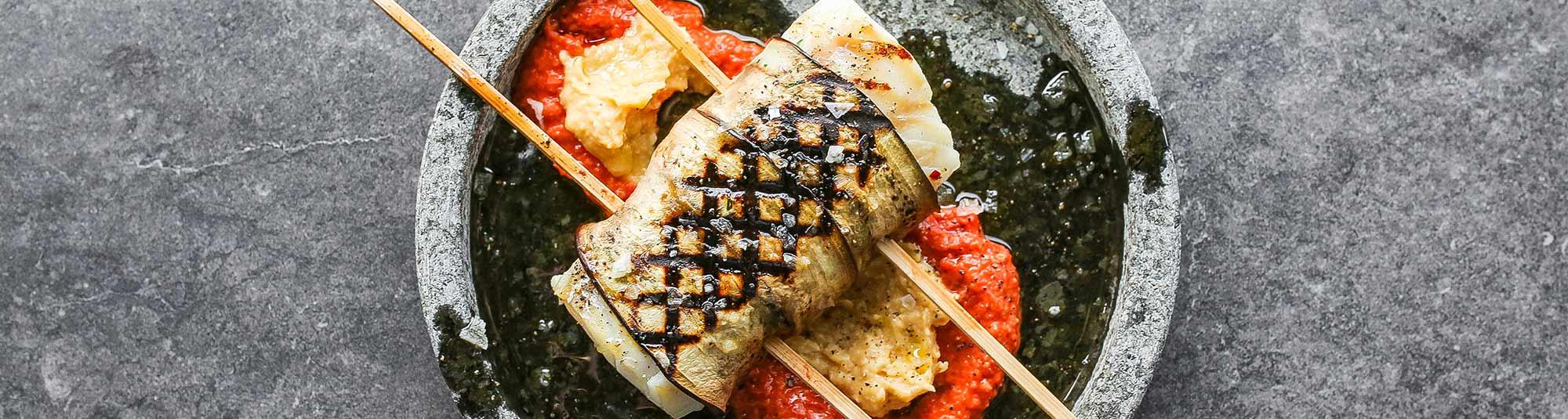 Grillad torskrygg  lindad i äggplanta och smaksatt med örter och chili.