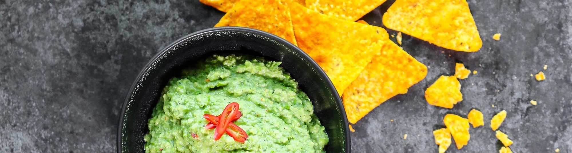 Ärtguacamole med nachos
