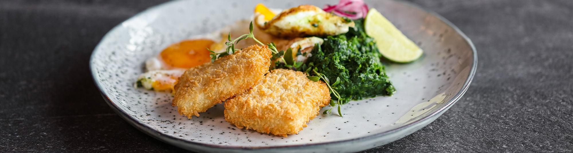 Crispies, panerade fiskbitar med vild omelett