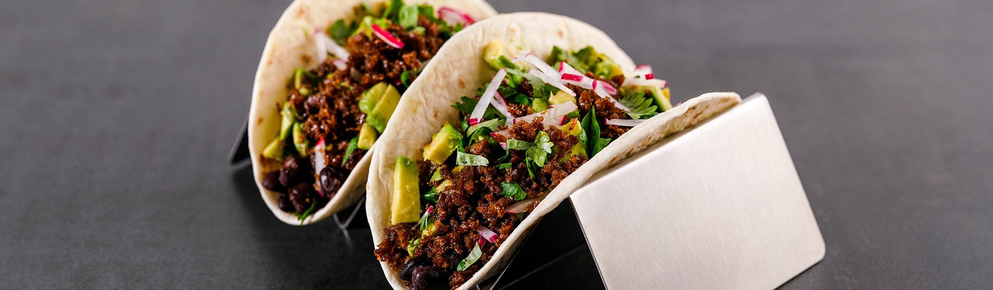 Två stycken tortillas med black burrito