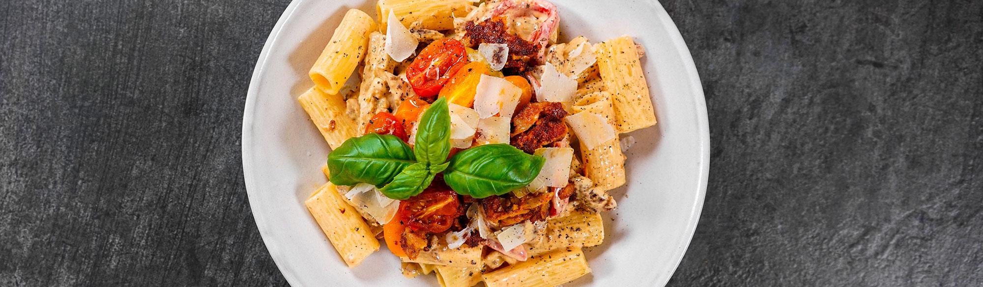 Tallrik med pasta och pulled pease