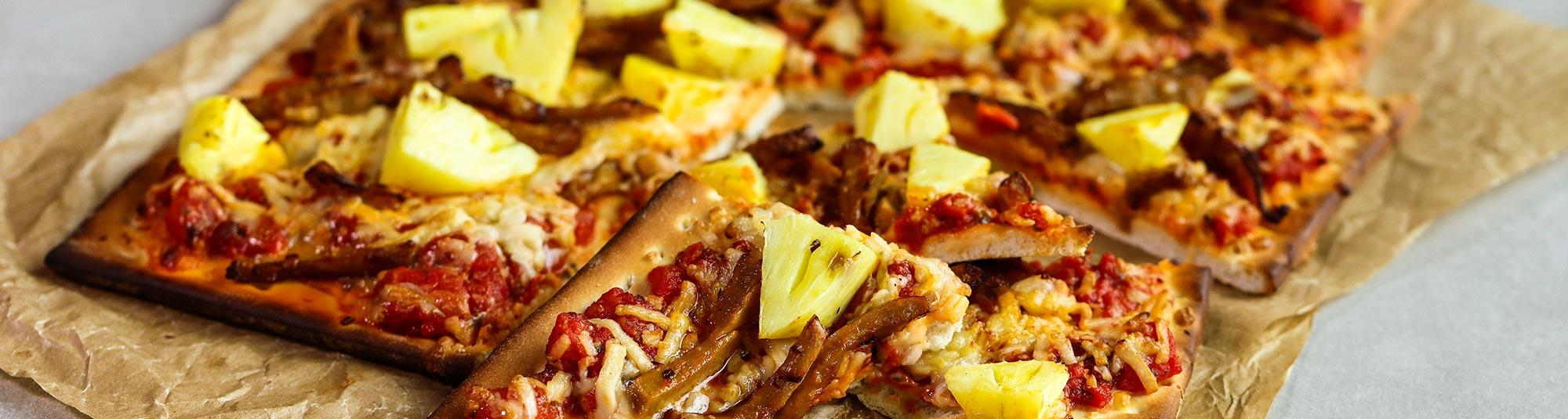 En pizza med Findus veganska ärtprotein Pease och ananas.
