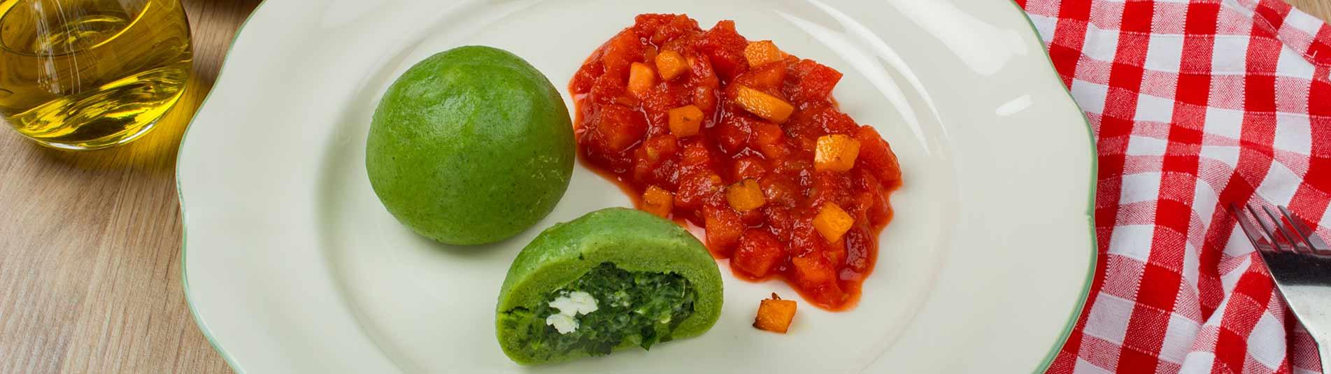 Iglo Spinat Feta Knödel auf Tomaten Kürbisragout