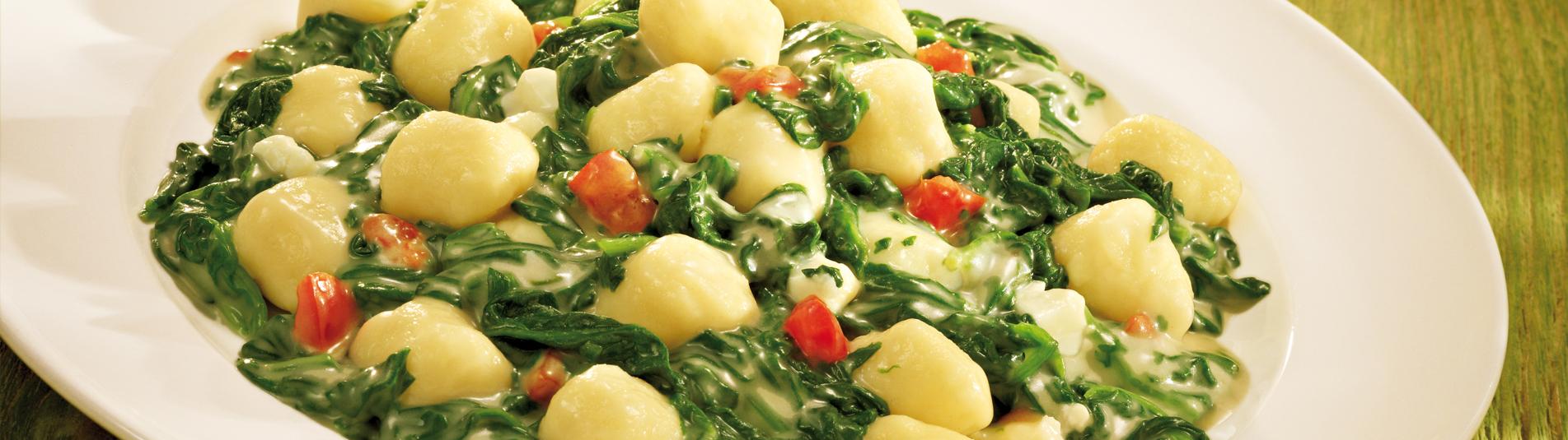 Gnocchi selbst gemacht im Handumdrehen – passt ideal zu Blattspinat mit Schafkäse.