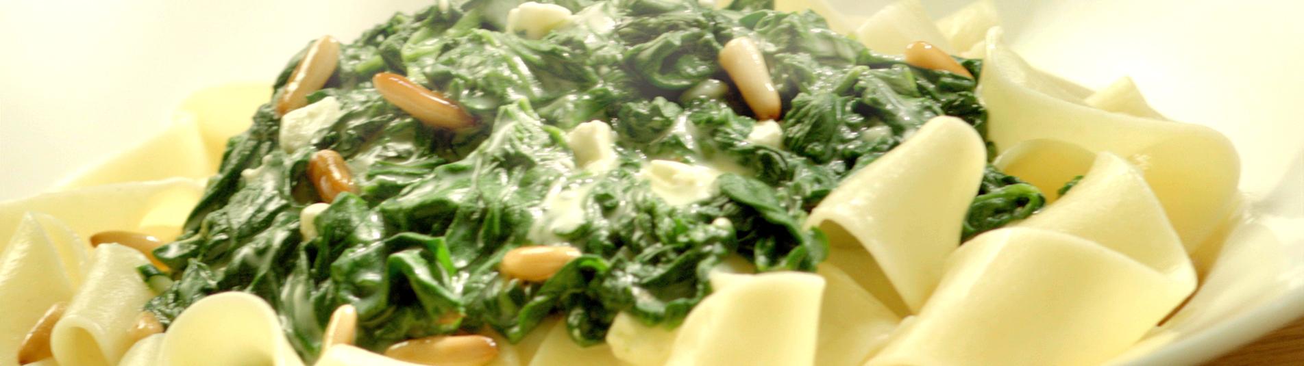 Blattspinatpasta mit Käse