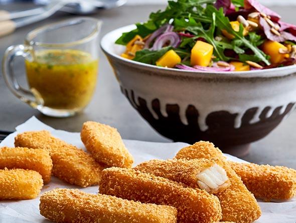 Fischstäbchen mit Salat
