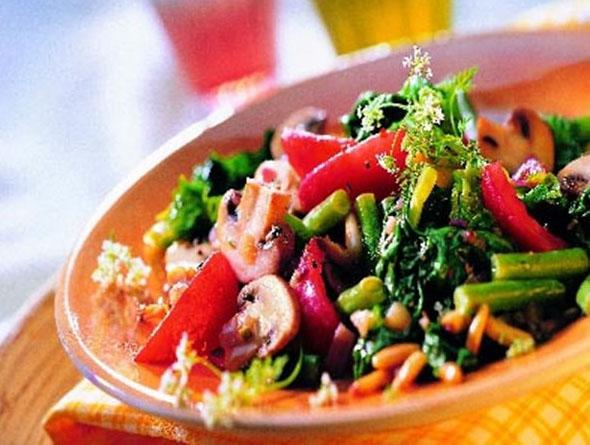 Schüssel gefüllt mit italienischem Gemüse
