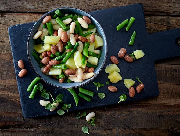 Verschiedene Gemüsesorten in einer kleinen Schale