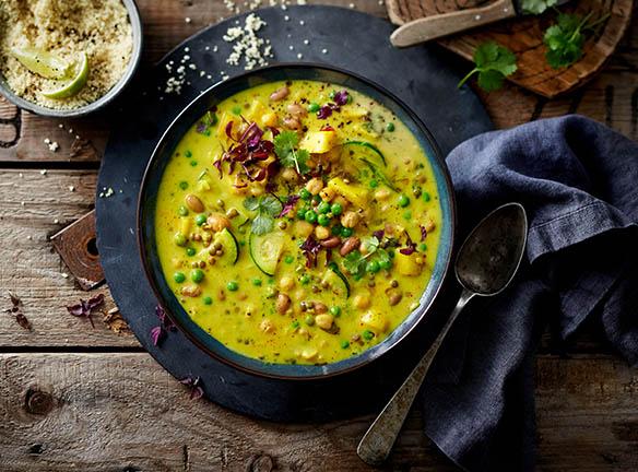 Zubereitetes Curry von oben