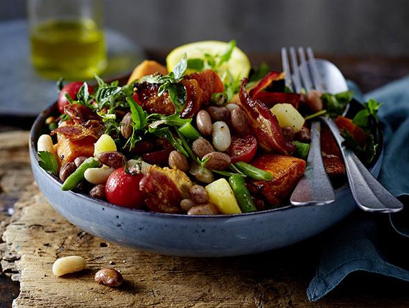 Salat mit Bohnen uns Süßkartoffeln