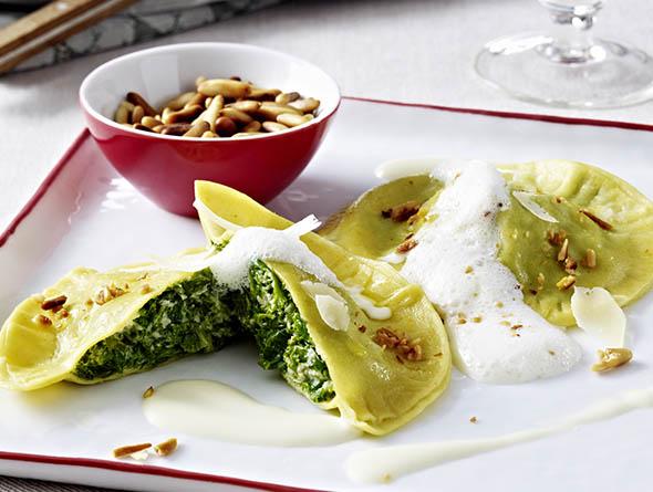 Grünkohl Ravioli auf Teller