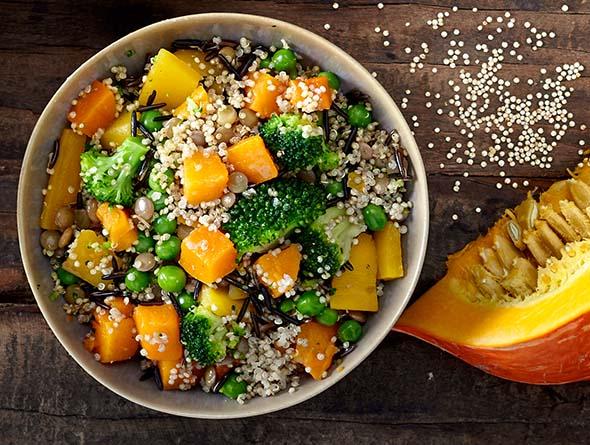 Unterschiedliches Gemüse zubereitet in einer Schüssel