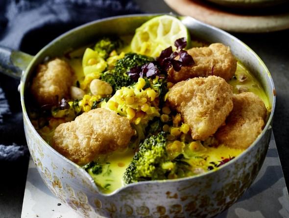 Brokkoli-Linsen-Curry mit Backfisch-Happen