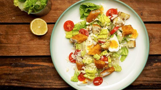 Caesar salade met vissticks