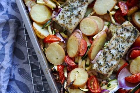 Ovengerecht met vis en aardappels