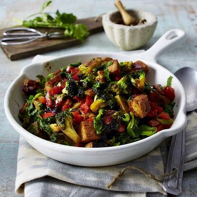 Vegan groentepannetje met tofu, spinazie en broccoli