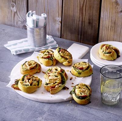 Spinazie-salamirolletjes met raclettekaas