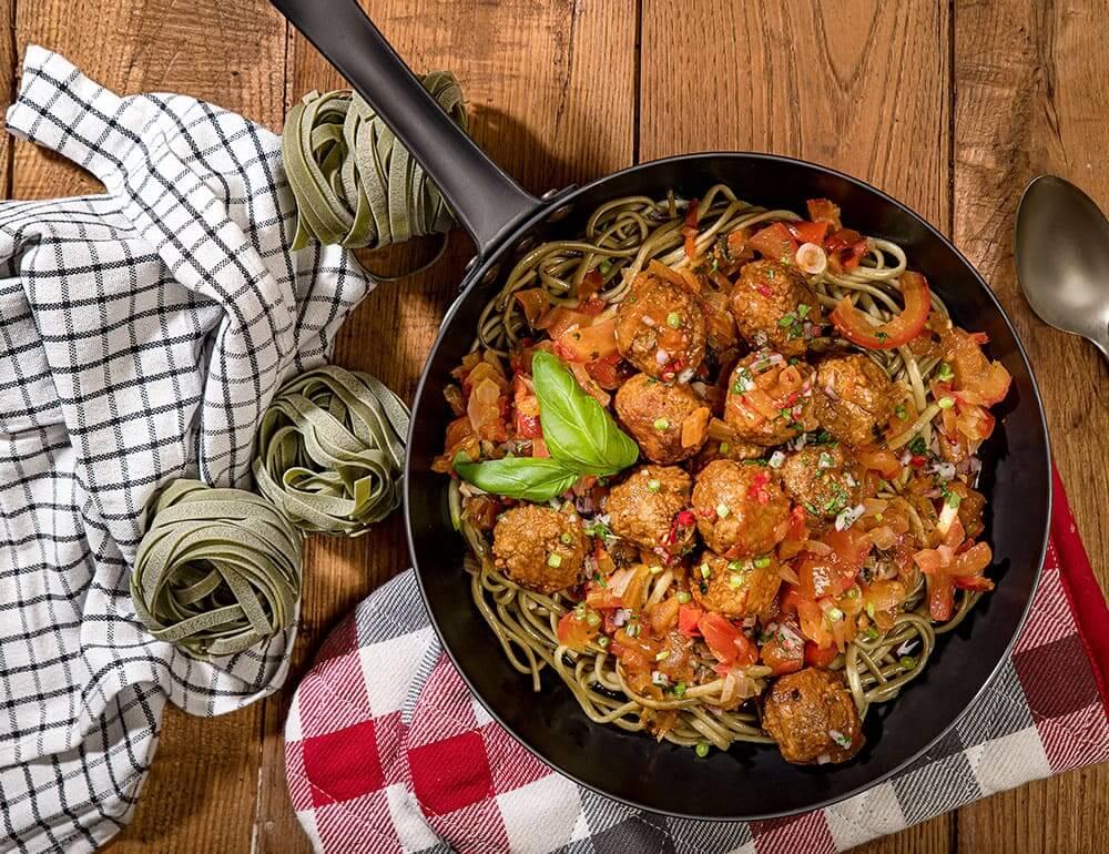 Almôndegas vegetarianas à bolonhesa com esparguete