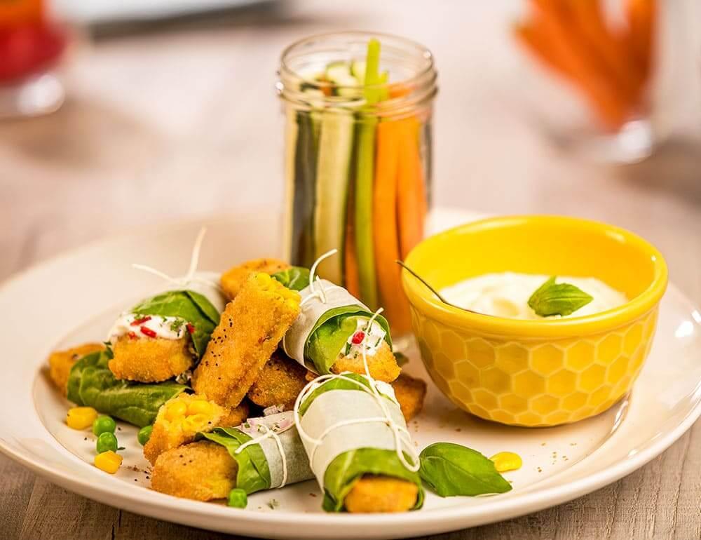 Wrap em folha de alface de Veggie Finger com molho de queijo e ervas