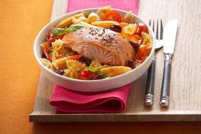 Zalm met Mexicaanse pastasalade