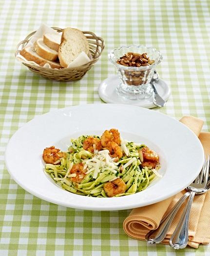 bandnudeln mit spinat pesto und paprika garnelen