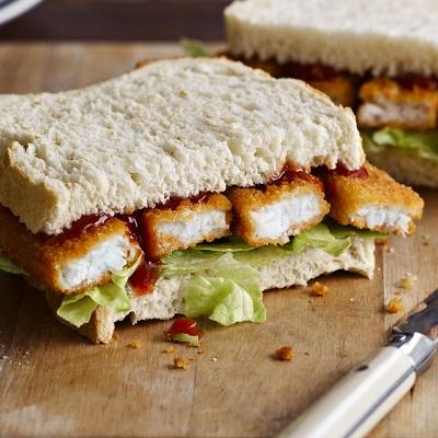 Visstick sandwich met ketchuo
