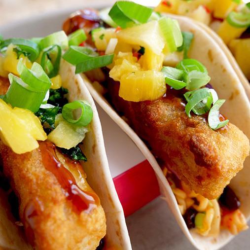 Fish'n Chips roll -tacoja, papumix ja ananassalsaa