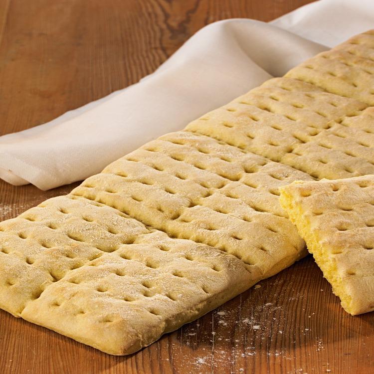 Nybakat brytbröd majs