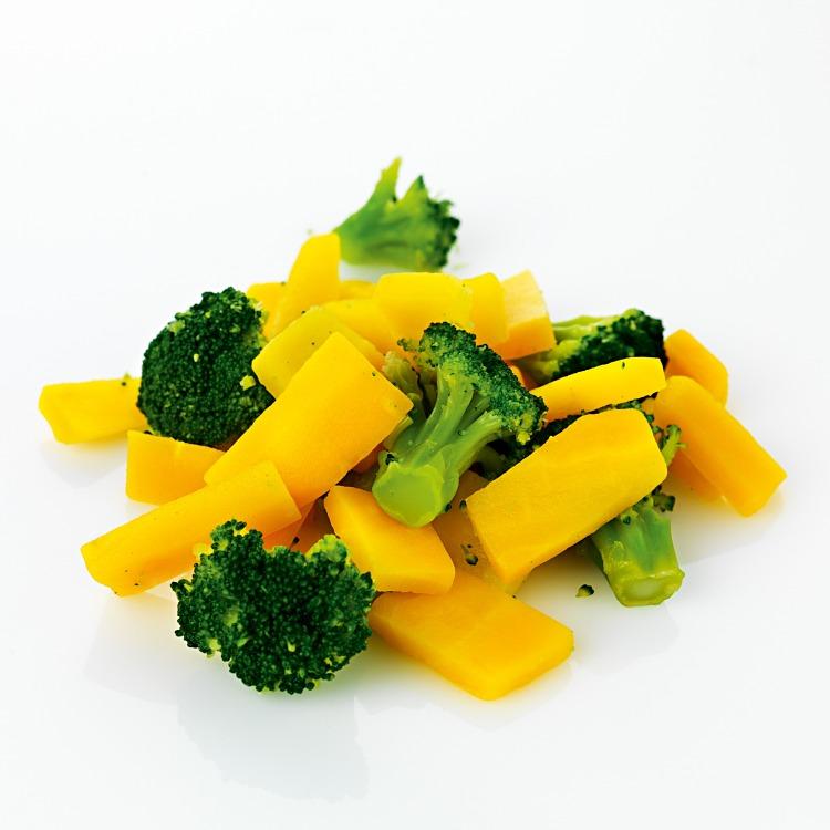 Grönsaksmix med broccoli och gula morötter