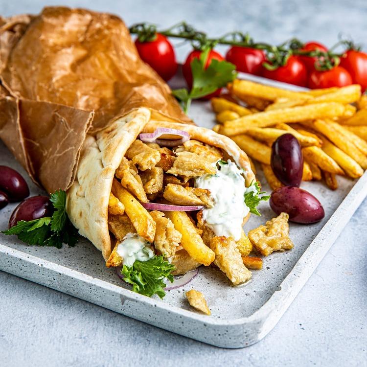 Green Cuisine Veganska bitar Chicken Style i rulle med pommes frites