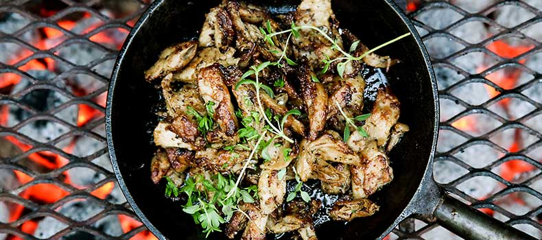 BBQ kyckling och kalkon i stekpanna