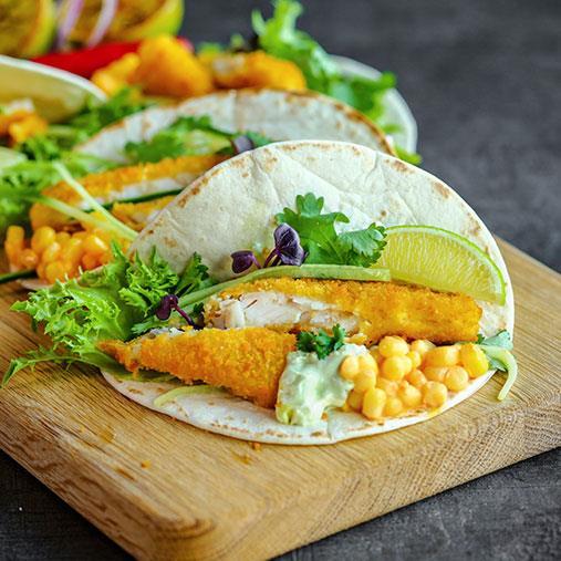 Fisktacos i mjukt bröd med majs och mild guacamole