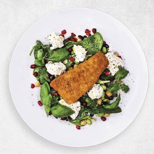 Frasig fisk med sallad och fetaostkräm