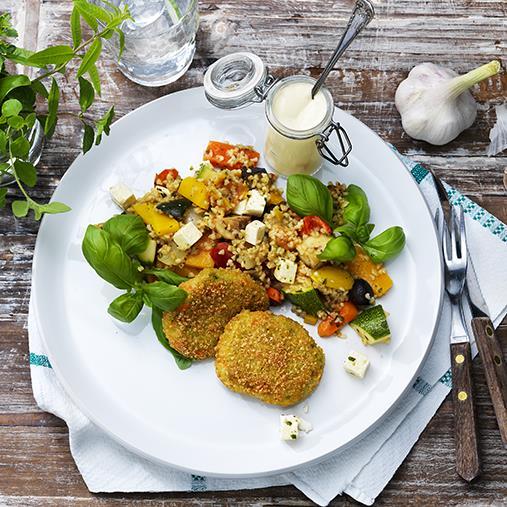 Broccolimedaljong med grekisk bulgurpytt och vitlökssås