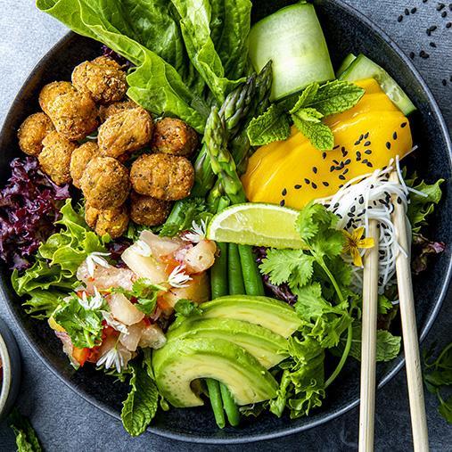 Falafel bowl med avokado & mango