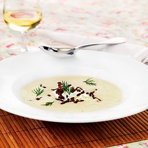 Jordärtsckockssoppa med pepparrotstzatsiki