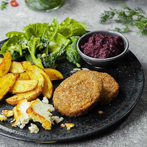 Quinoa- och sötpotatisbiffar med grillad fetaost