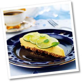 Pepparkakscheesecake med mango och hallonsås