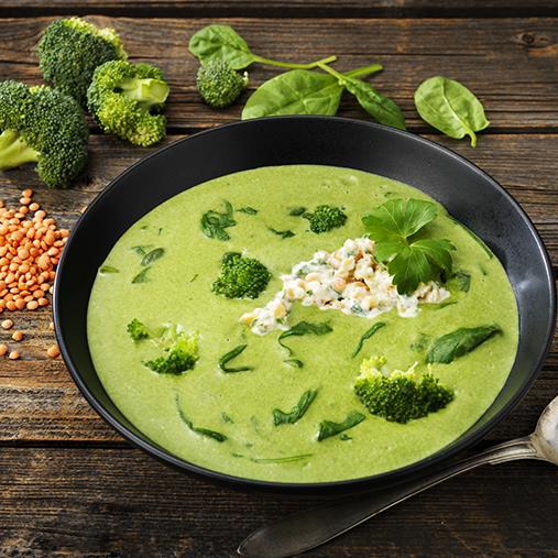 Spenat- och broccolisoppa med linsröra och persilja