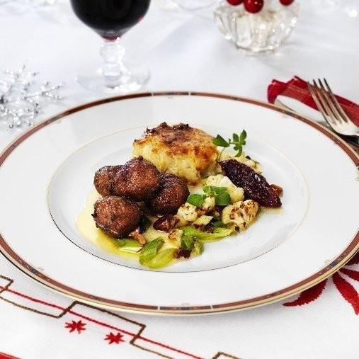 Köttbullar med julkryddat smör och blomkål, mandel och citron