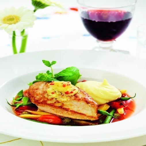 Kycklingbröst med grönsaker i tomat, chilipepparrotssmör samt jordärtskocksmos
