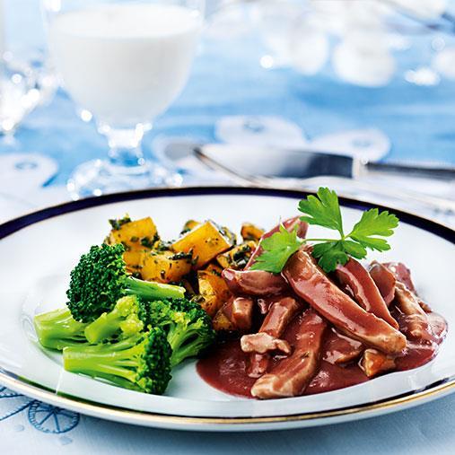 Kycklinggryta med grönkålssauterad potatis och broccoli