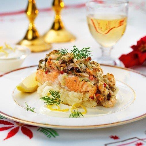 Lax med skaldjurstopping och potatis/sellerimos med kall syrlig sås